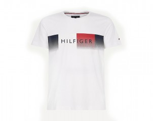 Camiseta con logo Tommy Hilfiger cool y corte regular